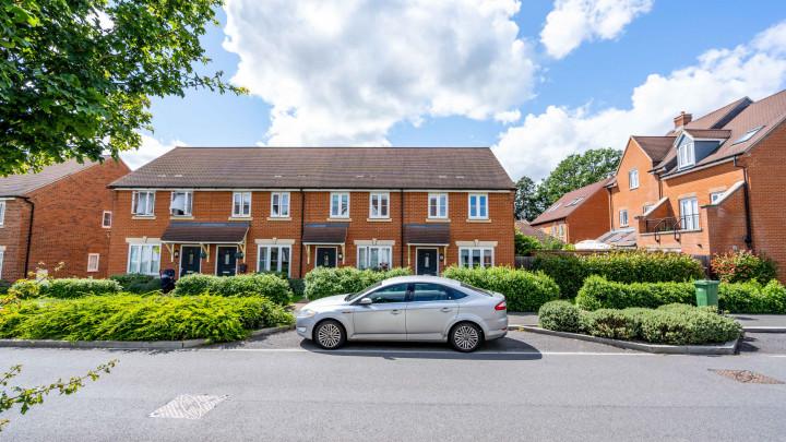 Buck Way, Broadbridge Heath, Horsham, West Sussex, RH12 3UH